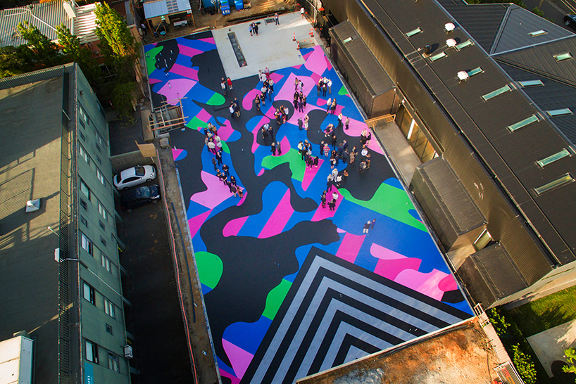 reko-rennie-mural-visibile-invisible-lyon-housemuseum-designboom-02
