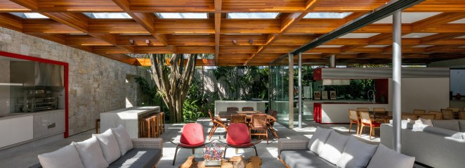 perkins + will builds a tropical house around a tree in são paulo