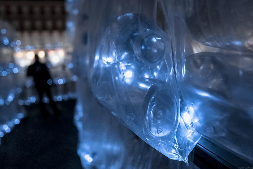 Labyrinthe de déchets de plastique