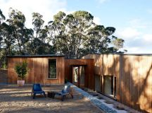 moloney architects' two halves house features two equally ...