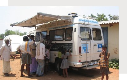 essilor-mobile-vision-vans-2