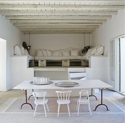 Idee decor il tavolo circondato da sedie diverse  DesignBuzzit