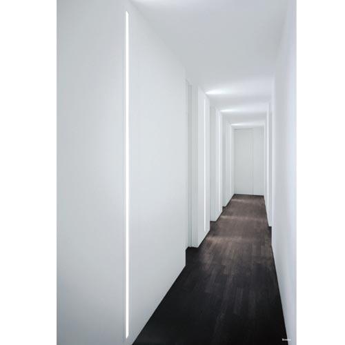 Illuminare il corridoio il sistema Slot di Fontana Arte