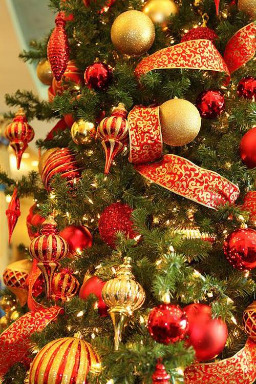Idee decorazioni natalizie addobbi oro e rosso  DesignBuzzit