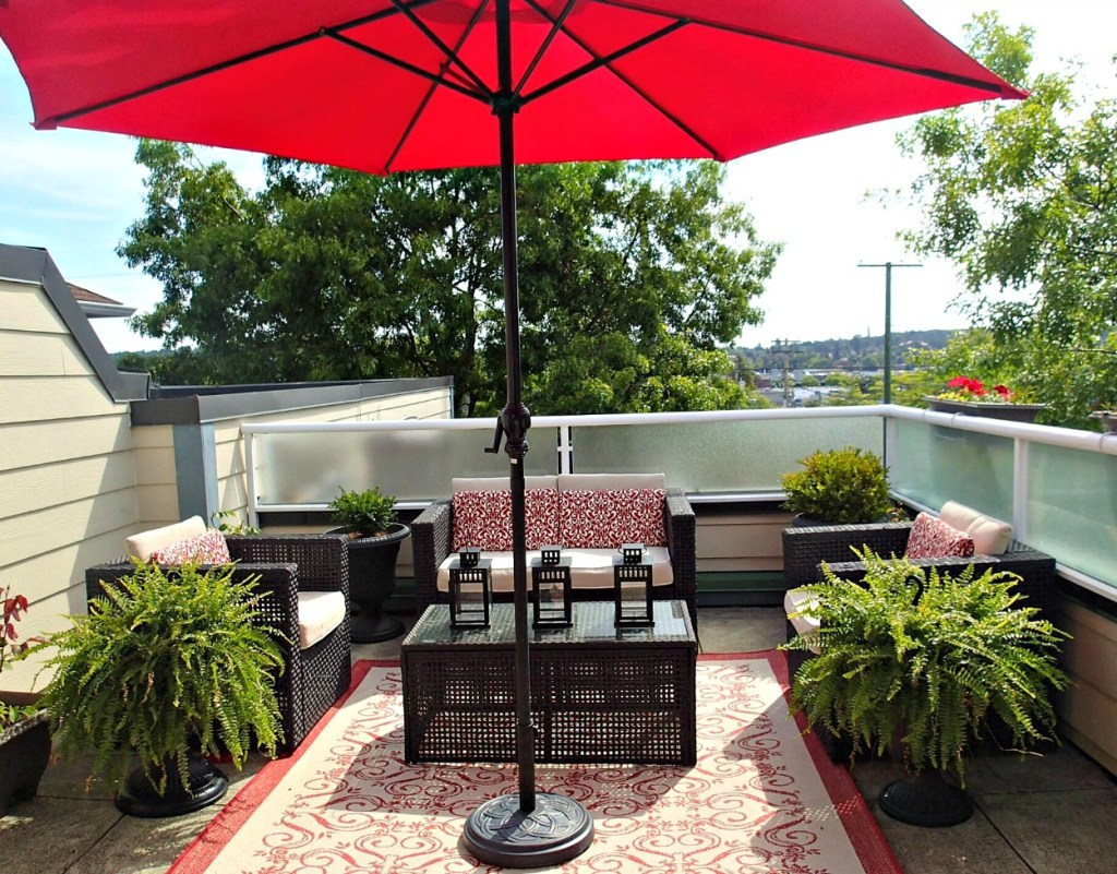 deck staging, red deck decor