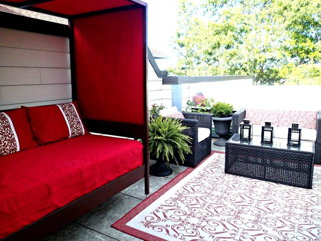 outdoor daybed, daybed with canopy, outdoor daybed with canopy, deck ideas, DIY daybed