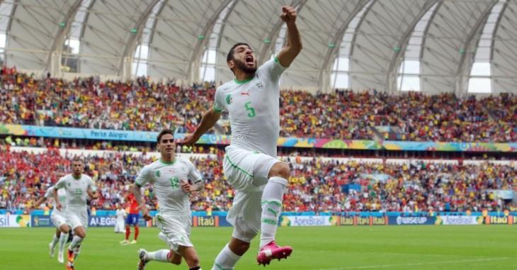 zagueiro-rafik-halliche-da-argelia-comemora-apos-marcar-o-segundo-gol-contra-a-coreia-do-sul-1403467927251_956x500