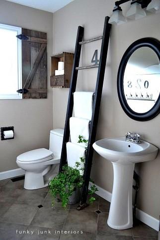 01 - Escada e caixotes de madeira reutilizados no lavabo