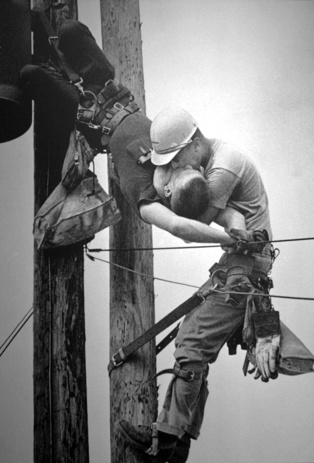 O Beijo da Vida - Pulitzer 1968, Spot News Photography, Rocco Morabito, Jacksonville Journal