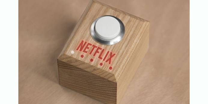 O botão Netflix que liga a TV e faz multitarefas.