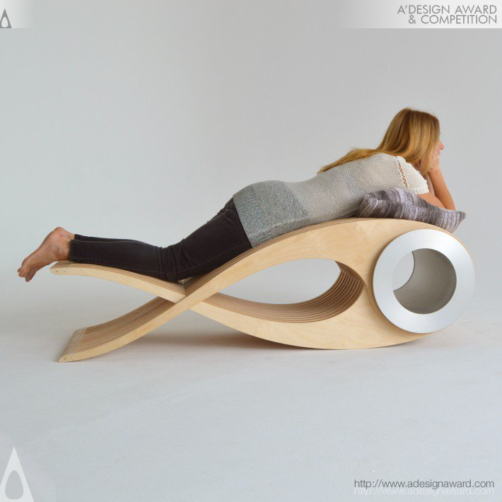 A cadeira multifuncional para deitar de bruços, por Stéphane Leathead.