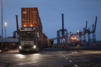 Volvo_Trucks_vs_750_Tonnes_5_lowres