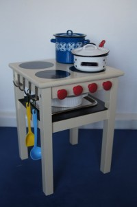 DIY: Kids Play Kitchens