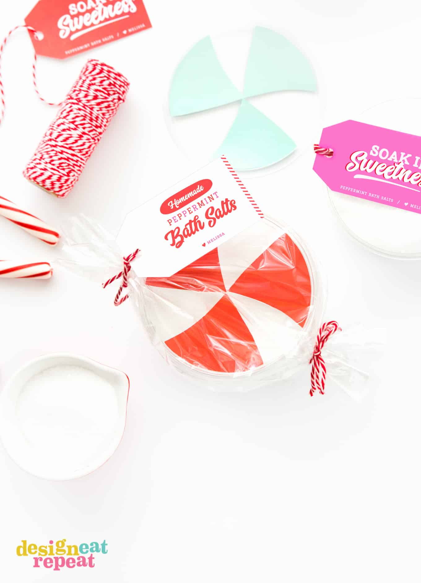 Learn how to mix up a batch of DIY Peppermint Bath Salts and pair it with these free printable gift tags for homemade holiday gifts your friends & family will love!