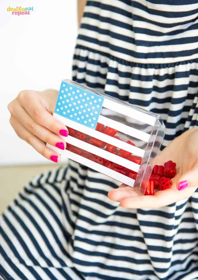Looking for a EASY and fun Fourth of July party favor idea? Fill clear boxes with licorice (or your favorite red candy) and attach this star printable box for a unique treat to send your guests home with!