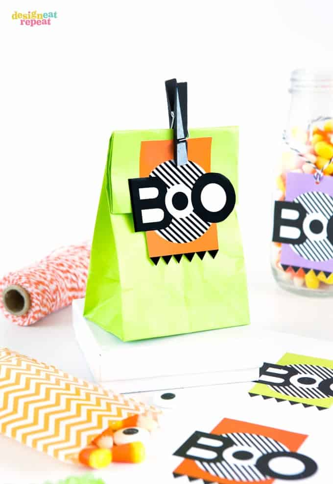Need a last minute halloween treat idea? Attach these printable halloween gift tags to treat bags for a easy no-fuss gift!