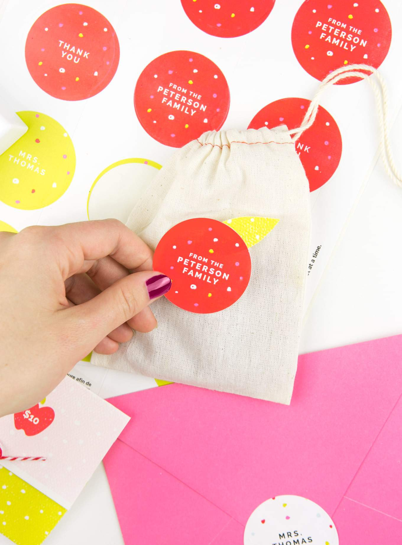 Make adorable teacher gifts with these 3 free printable teacher gift ideas from #Avery and Design Eat Repeat! Not only great for back to school season, but versatile designs to keep on hand for teacher appreciation gifts, thank you gifts, or end of the year gifts! #teachergift #printables #averyproducts
