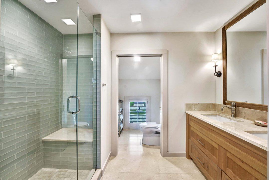 Doss Texas Custom Home bath lenore