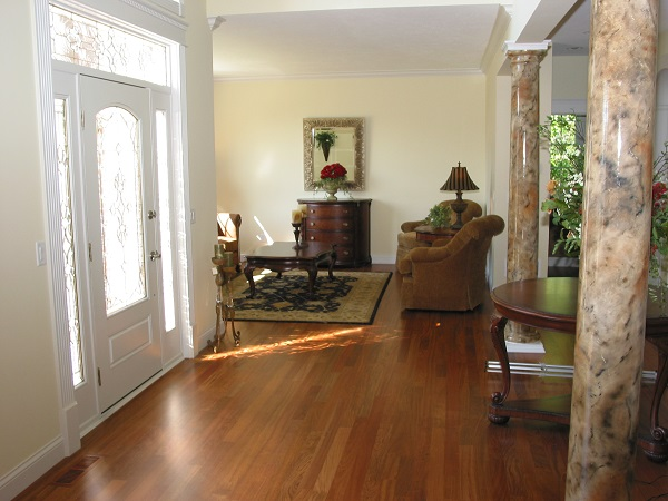 Primrose foyer & living room