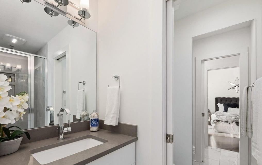 Perla house plan master bath