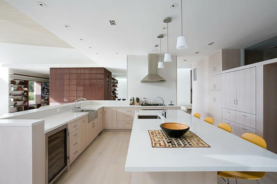 Ambiance cosy par le luminaire LED dans une cuisine moderne  Design Feria