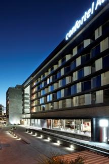 Foto del exterior de un hotel de la cadena Confortel Hoteles