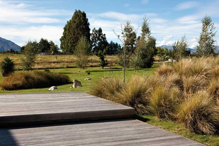 The design blurs the edge between garden and paddock.