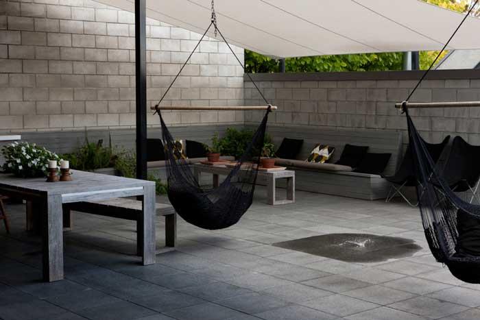 Concrete block house courtyard design