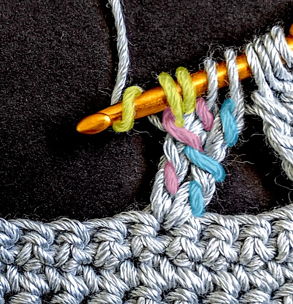 A dtr that is linked in only one of its 3 yarn overs.