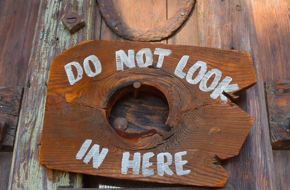 Wooden peephole that says don't look in here at Cabot's Pueblo Museum