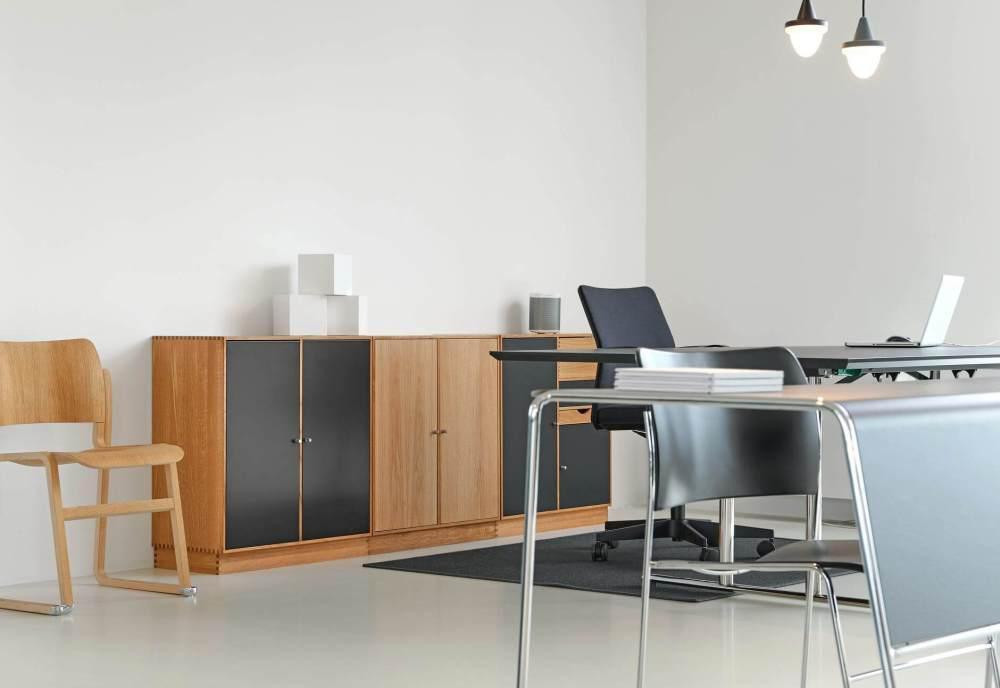 black padded rolling armchair beside desk