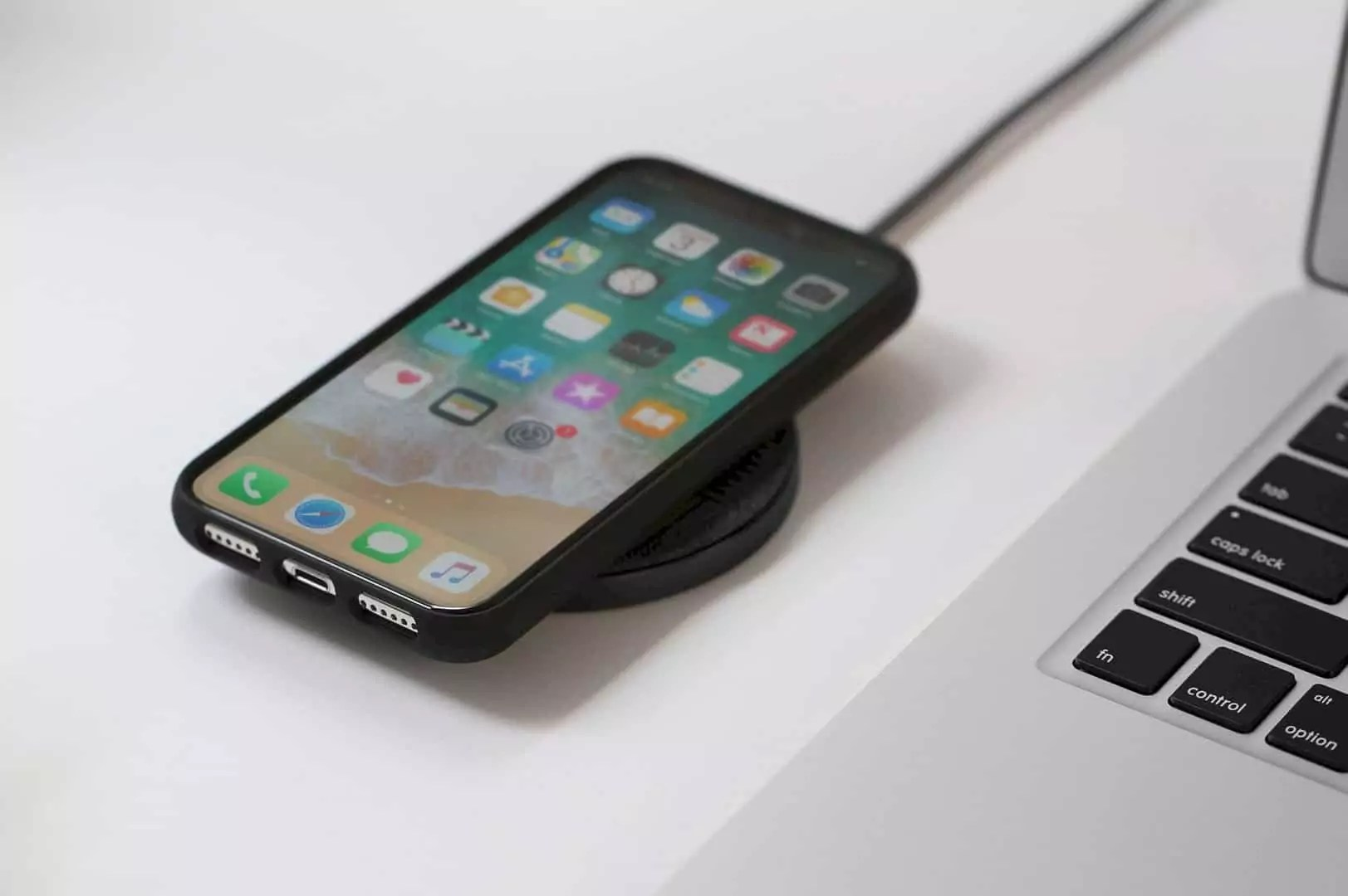 DROP WIRELESS CHARGER: Effortless Charging for iPhone and Qi Compatible Devices