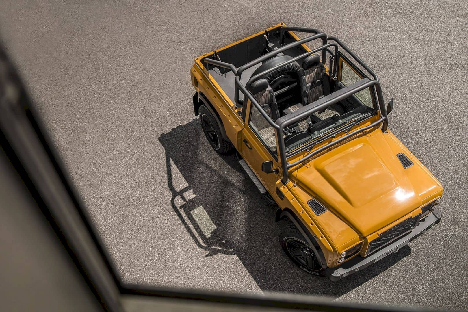 Defender 2.2 TDCI XS 90 - Chelsea Wide Track: For Those Who Loves to Brag