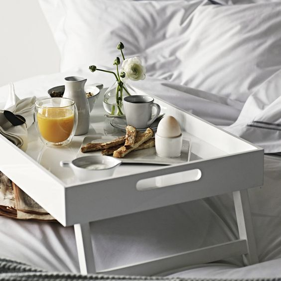 8 vassoi di stile per fare colazione a letto  Design Mag