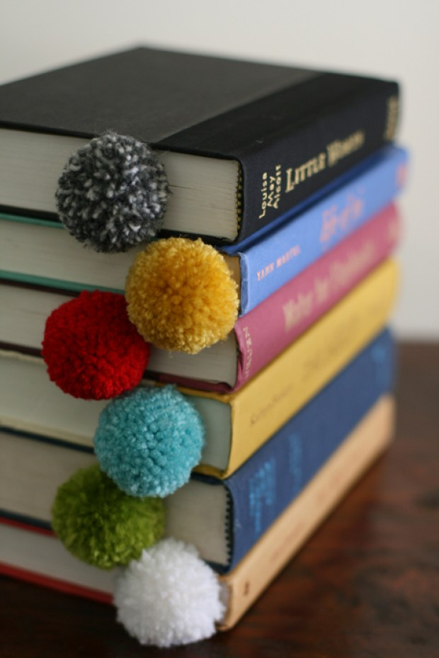 Pom pom crafts, DIY yarn ball pom pom bookmark tutorial