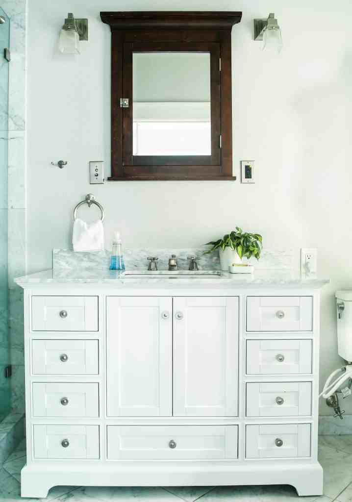 Single bathroom vanity from Lowes