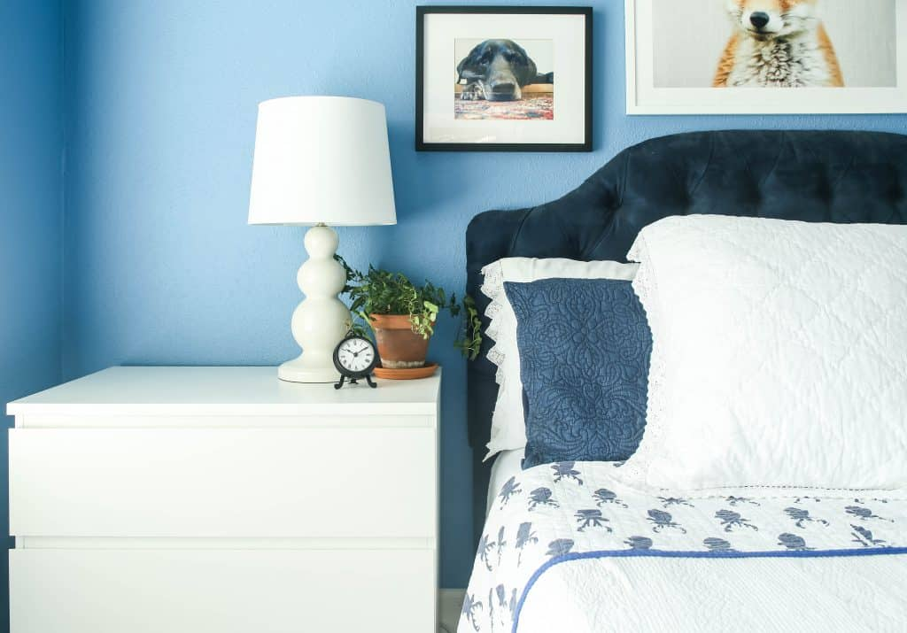 white bedding for guest room