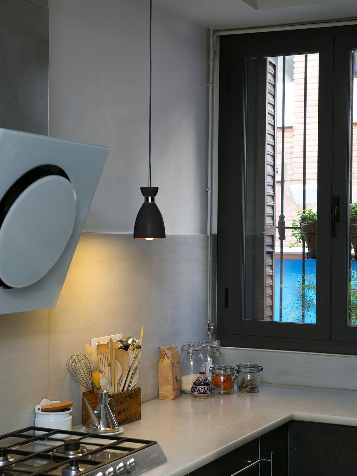 Küchenbeleuchtung mit der FARO RETRO ind schwarz