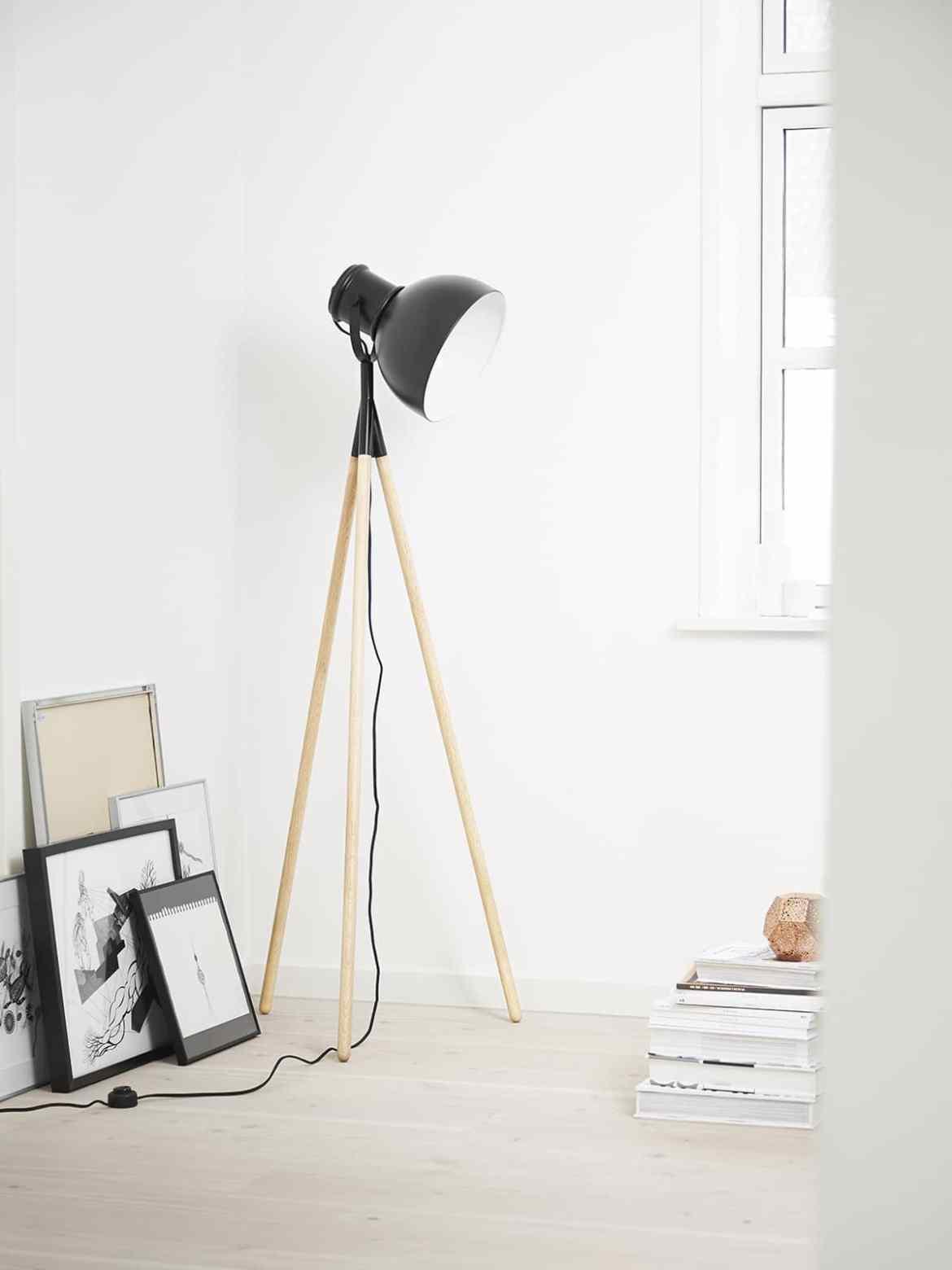 Industry Stehlampe von Frandsen, DesignOrt Blog: Dreibeinige Designerleuchten
