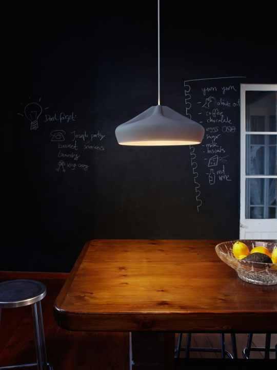 Pleat Box LED über Tisch