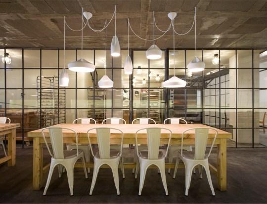 Diverse Pleat Box LED Hängelampen in weiss über Tisch