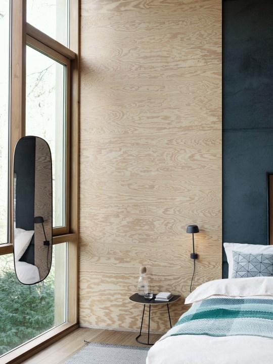 Deko Schlafzimmer mit Lean Wandleuchte von Muuto