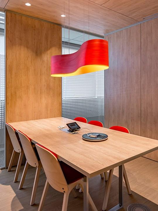 Pendel Lampe New Wave von LZF im Büro