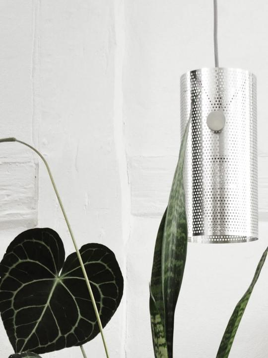 DesignOrt Blog Trend: Silberne Designerleuchten Tischleuchte oder Pendellampe Turn von MUNK