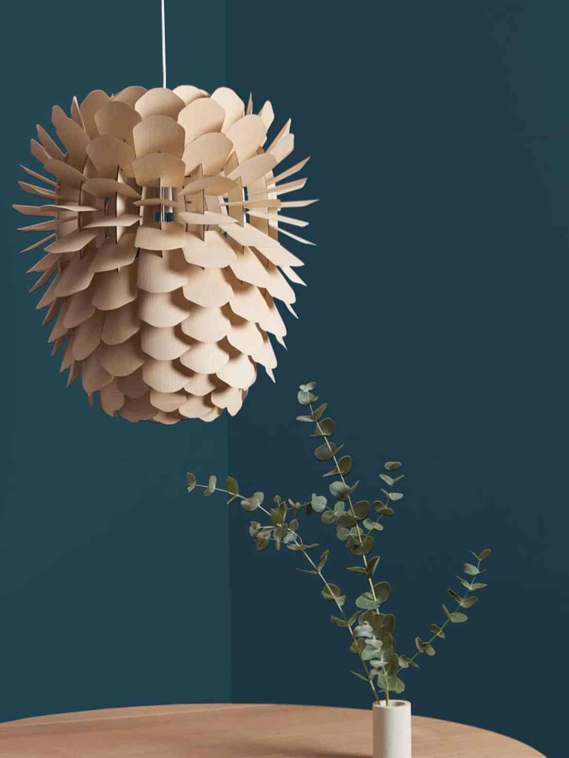 DesignOrt Blog: Florale Designerleuchten Holzlampe Zappy Big Pine von Schneid