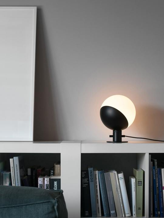 Baluna Table / Wall Grupaproducts Lampe aus Opalglas