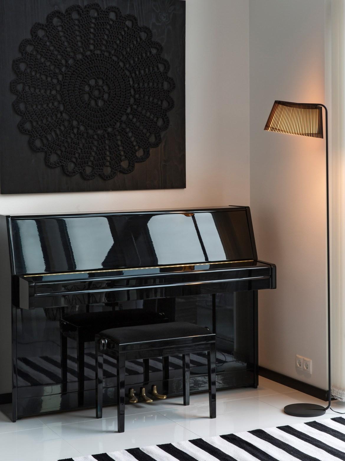 DesignOrt Blog: Leselicht Stehlampe Owalo als Klavierlampe