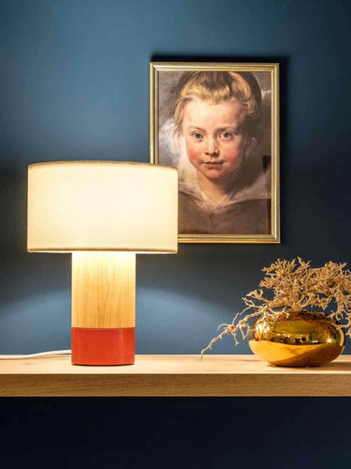 DesignOrt Blog: Lampen Trends 2019 Domus Tischlampe Klippa nachhaltige Tischleuchte aus Holz und Textil Made in Germany