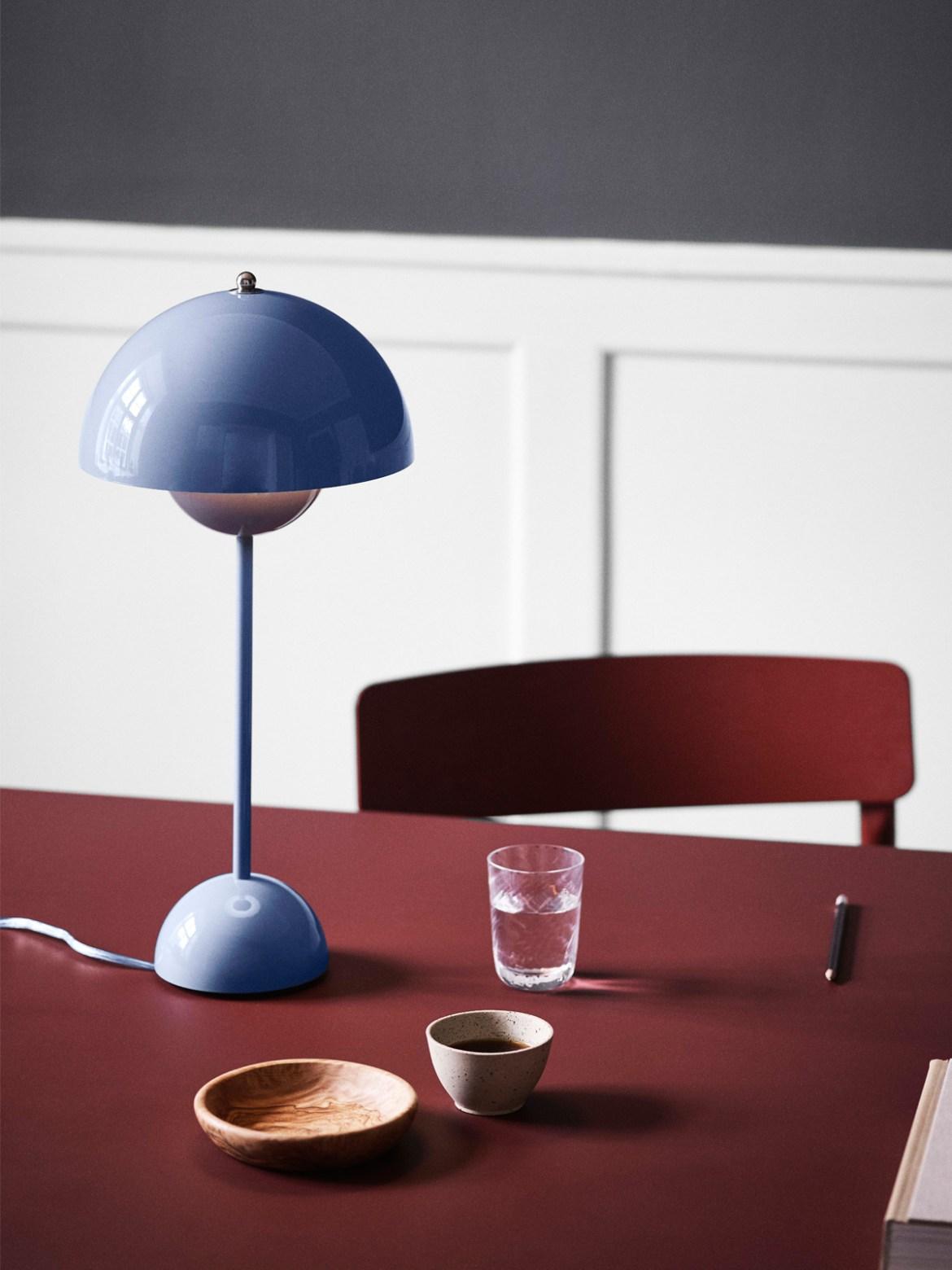 DesignOrt Blog: Blaue Lampe Tischlampe Flowerpot VP 3 Blau neue Farbe &tradition