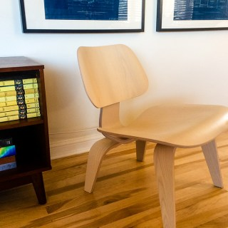 WE HAVE AN EAMES CHAIR!…AND A FEW OTHER COOL MODERN CHAIRS!